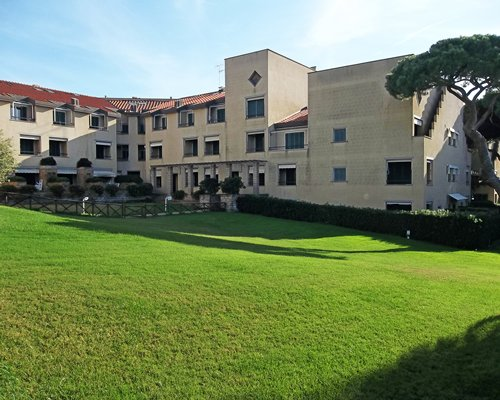 Scenic exterior view of the Residence I Boboli resort.