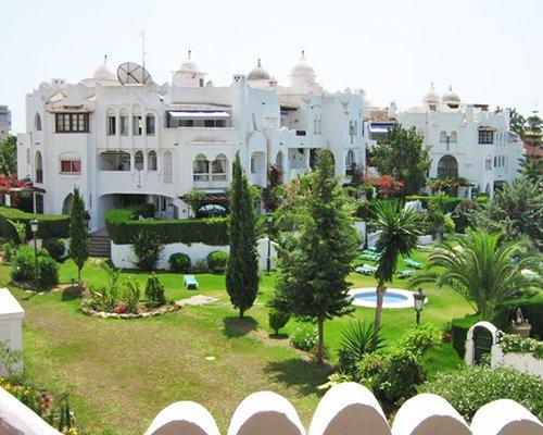 Scenic exterior view of Medina del Zoco resort units.