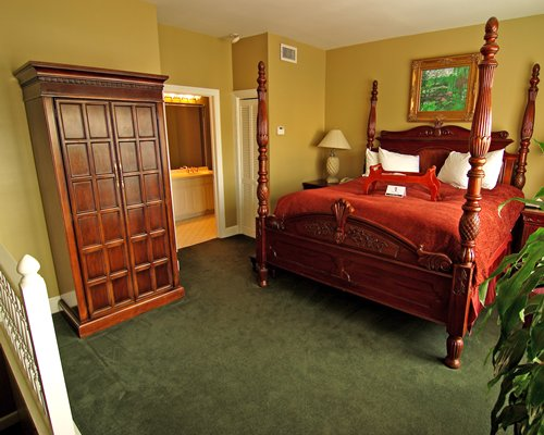 A well furnished bedroom with queen bed.