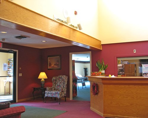 A well furnished reception area of the Cathedral Ledge Resort.