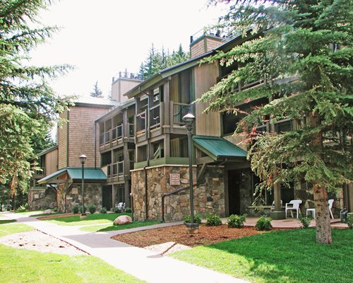 Scenic exterior view of the RHC/Streamside At Vail Aspen resort.