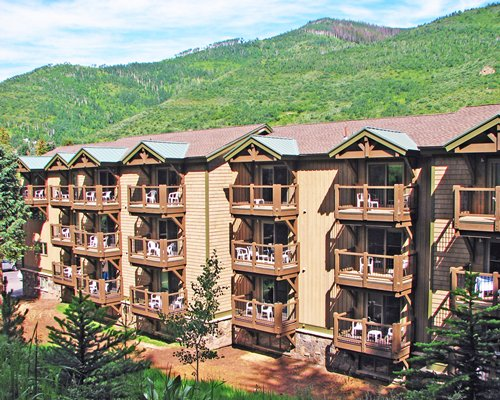 A scenic exterior view of the RHC/Streamside At Vail Aspen resort.