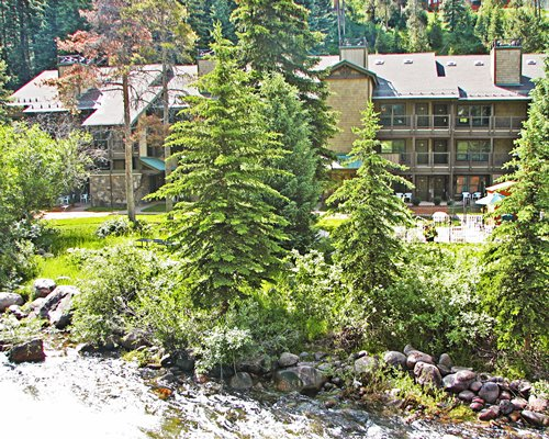 Exterior view of multiple unit balconies at RHC/Streamside At Vail Aspen.