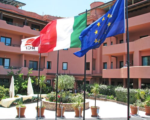 Residence Pietre Rosse with Italy European and RCI flags.