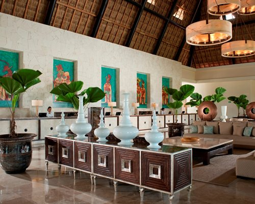 Reception and lounge area at Mayan Palace Golf at Vidanta Acapulco.