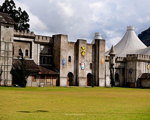 Scenic pathway to Complexo Hoteleiro Le Canton.