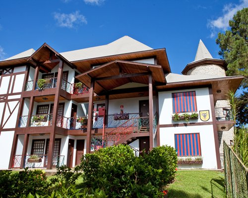 Scenic exterior view of the Complexo Hoteleiro Le Canton resort.