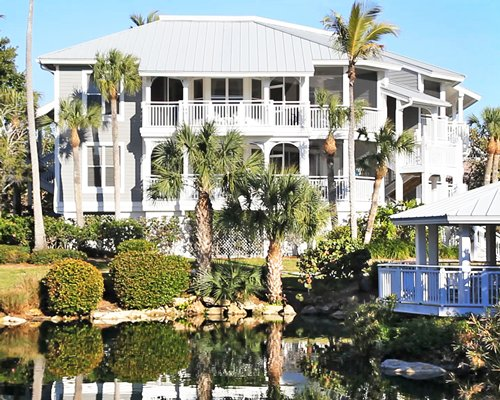 Exterior view of Sanibel Cottages Resort.