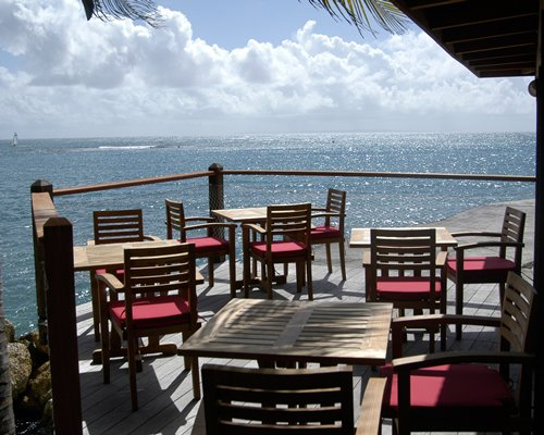 A restaurant on the balcony facing the ocean.