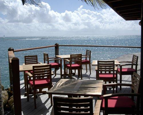 A restaurant on the balcony facing the ocean.