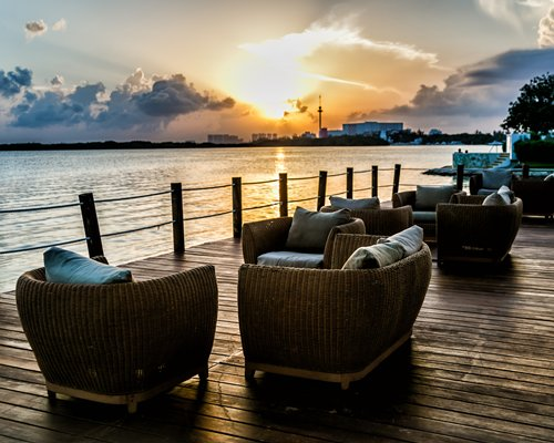 An outdoor lounge area of the Sunset Marina Resort.