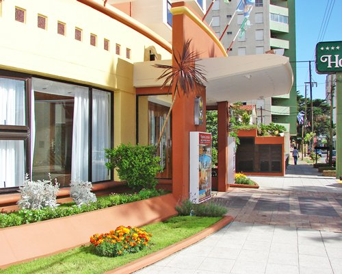 Exterior view of Hostal del Sol with a pathway.