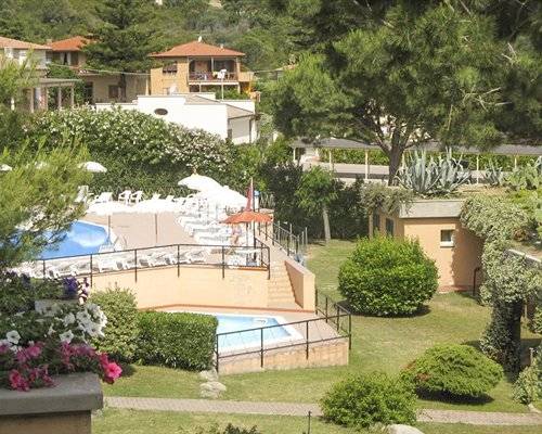 Scenic view of outdoor swimming pool and hot tub at Residence Hotel Isola Verde.