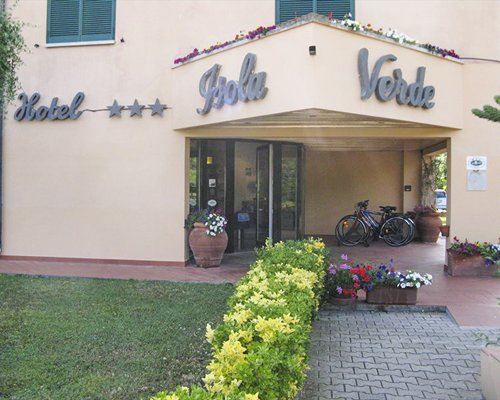 The entrance of the Residence Hotel Isola Verde resort.