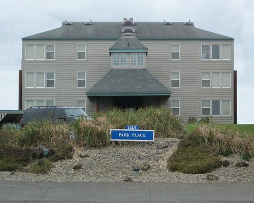 A street view of the Park Place Condominium Resort.