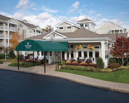A street view of the Wyndham Nashville resort entrance.