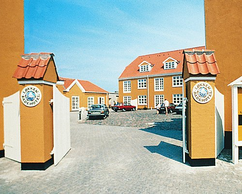 Entrance to Lokken Badehotel with a parking lot.