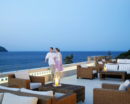 Couple seeing the sea from the outdoor lounge area.