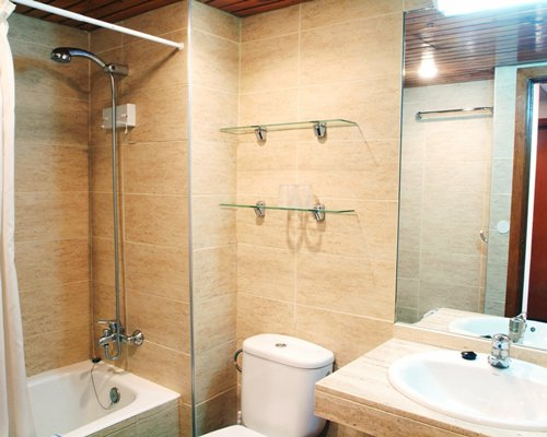 A bathroom with a bath tub and shower stall.