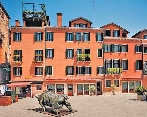 Exterior view of Palazzo Del Giglio Residenza Alberghiera resort.