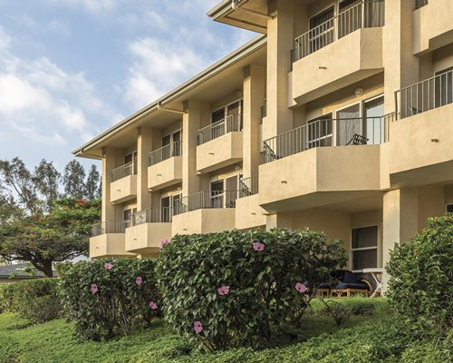 Scenic exterior view of Paniolo Greens with multiple balconies.