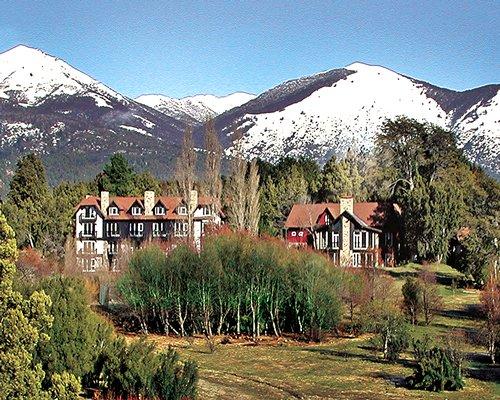 Scenic exterior view of Penon Del Lago resort alongside mountains.
