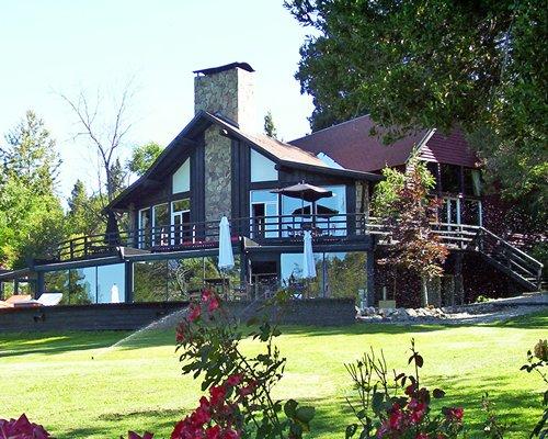 Scenic exterior view of Penon Del Lago resort unit.
