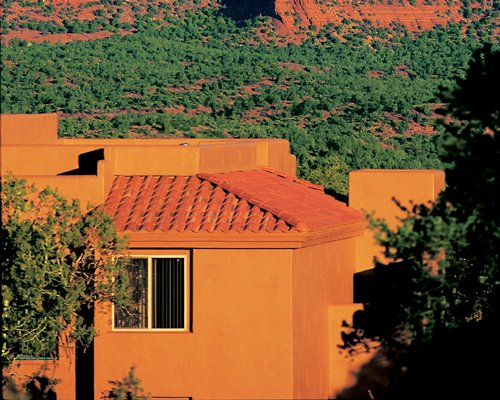 Scenic exterior view of Sedona Summit resort.