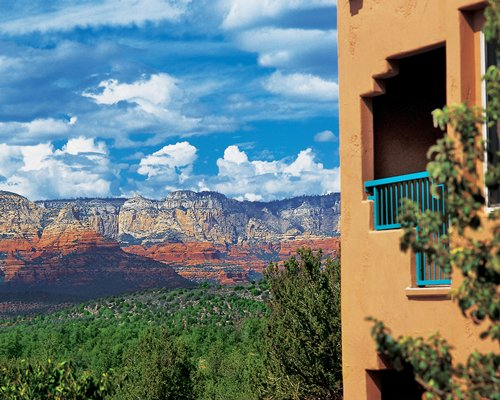 Balcony view of the Sedona Summit resort alongside the mountain.