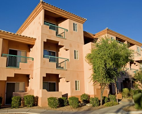 Scenic exterior view of Scottsdale Villa Mirage with multiple balconies.