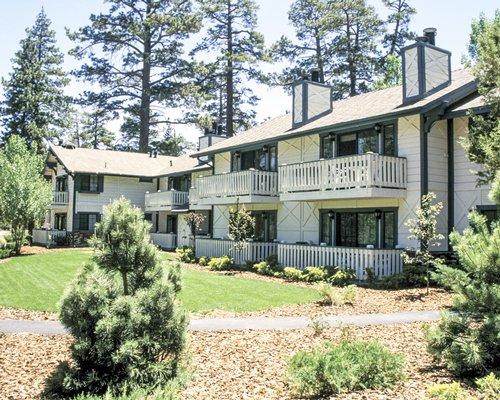 Scenic exterior view and pathway to Worldmark Yosemite Northshore Estates.