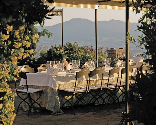An outdoor fine dining area of the resort alongside the mountains.