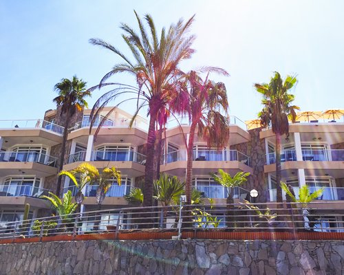 Exterior view of Holiday Club Vista Amadores resort.
