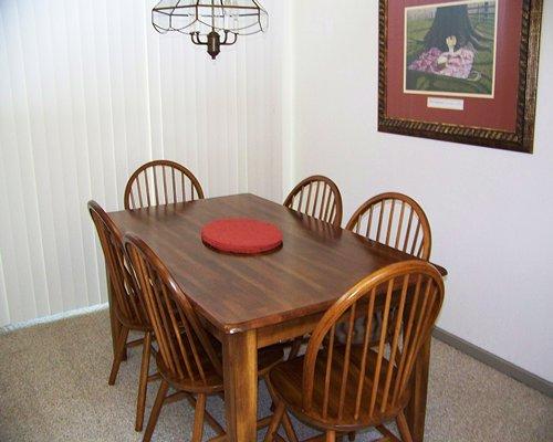 Indoor dining at Foxrun Townhouses.