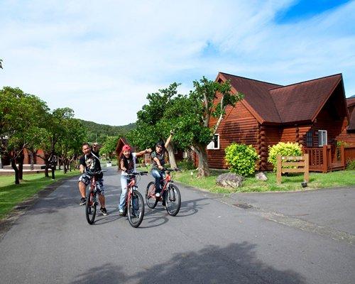A view of people cycling at Kentington Resort.