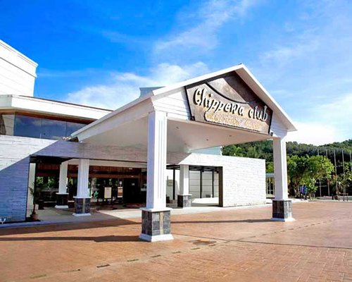 The entrance of Kentington Resort.