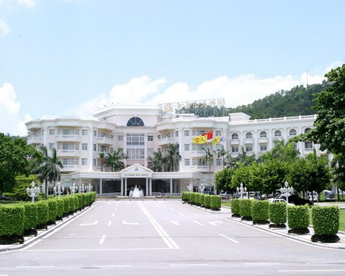 Entrance view of the Paradise Hill Hotel Zhuhai.