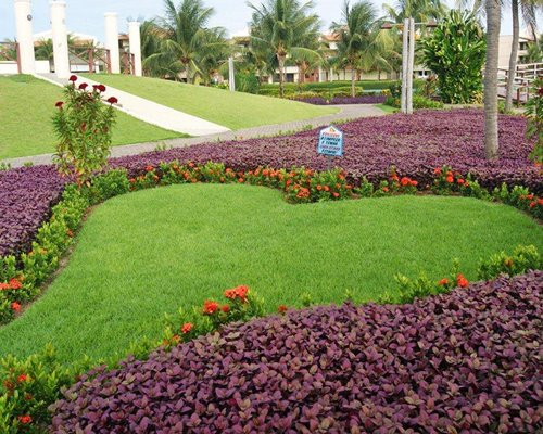 A well maintained garden at Aquaville Resort.