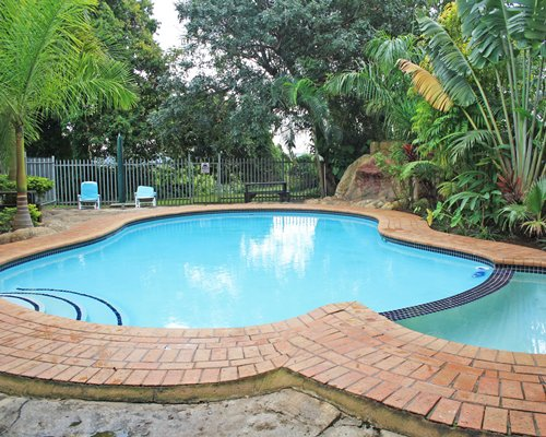 An outdoor swimming pool and hot tub.
