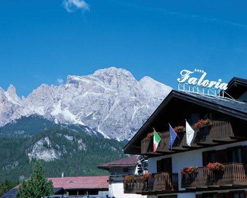 Exterior view of Park Hotel Faloria alongside the mountains.