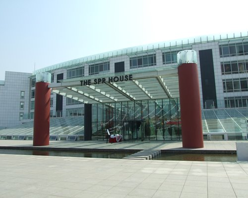 A street view of the Surf Plaza Qingdao resort unit.
