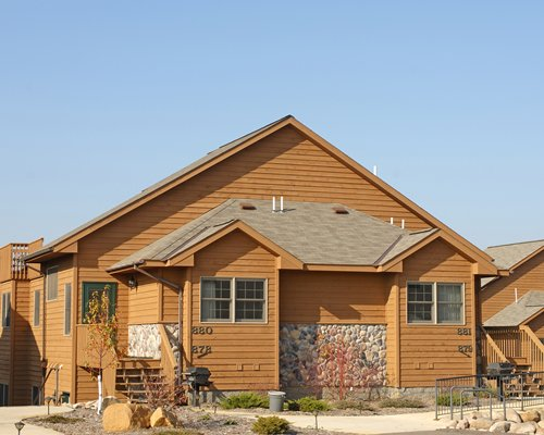 An exterior view of Whitebirch at Breezy Point Resort units.