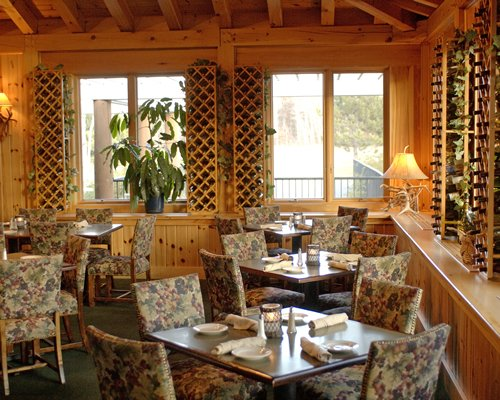 An indoor fine dining restaurant at Whitebirch at Breezy Point Resort.