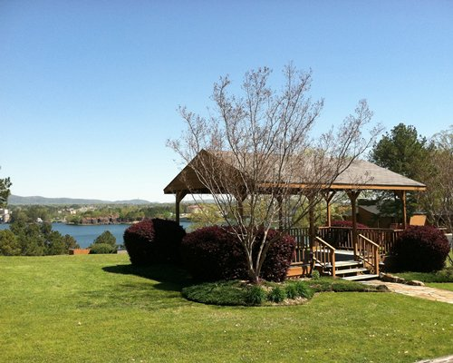 An outdoor picnic area with well maintained lawn alongside the lake.