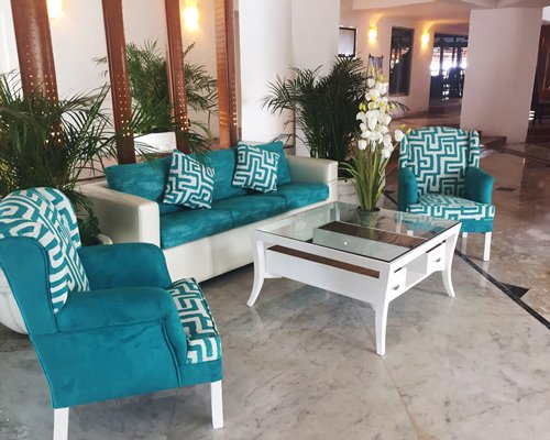 A well furnished lounge area at the Sunset Marina Resort And Yacht Club.