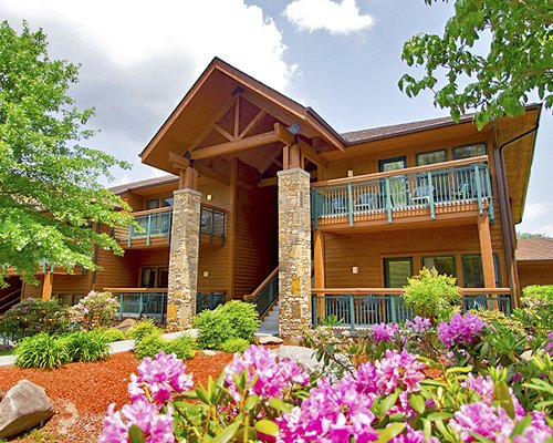 Scenic exterior view of Bent Creek Golf Village resort.