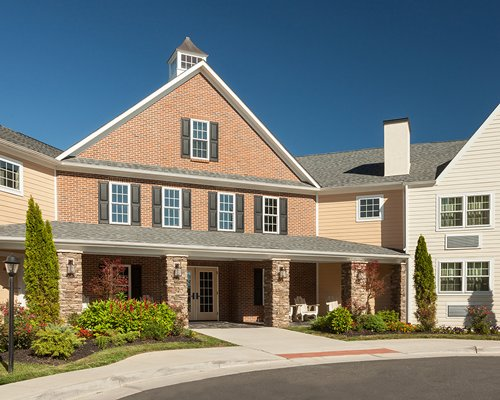 Exterior view of Shenandoah Crossing Townhomes.
