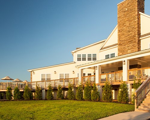 An exterior view of Shenandoah Crossing Townhomes resort.