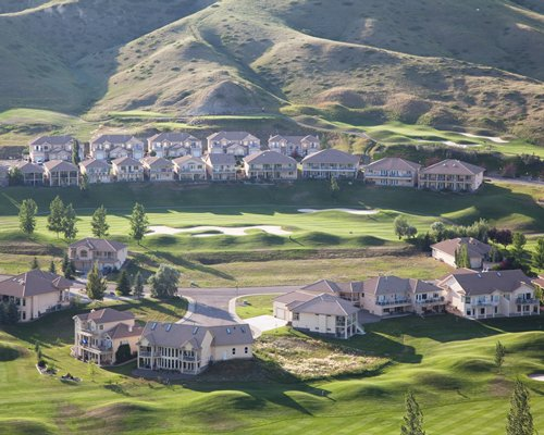 An aerial view of the Paradise Canyon Golf Resort alongside the mountains.