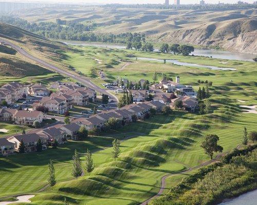 Exterior view of Paradise Canyon Golf Resort.